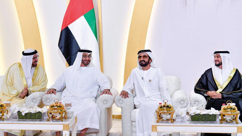 محمد بن راشد ومحمد بن زايد باركا لآل القرقاوي وآل الغفلي أفراحهما. من المصدر