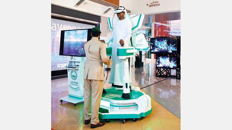 شرطة دبي شاركت بروبوت يلقي الضوء على عمليات الإنقاذ  في المستقبل. من المصدر
