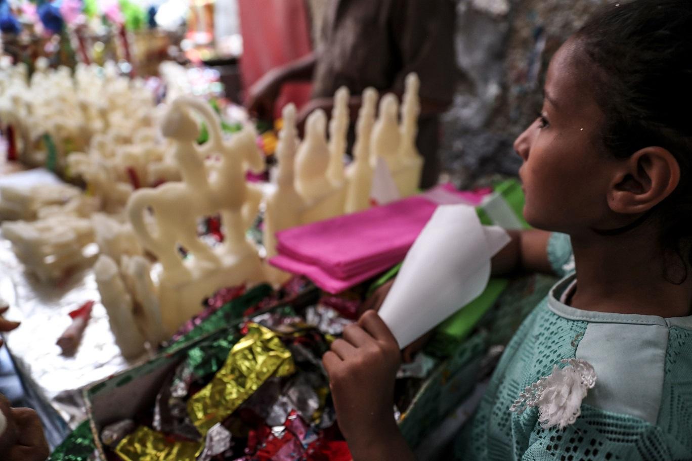 صناعة حلوى المولد في شارع باب البحر - أ.ف. ب