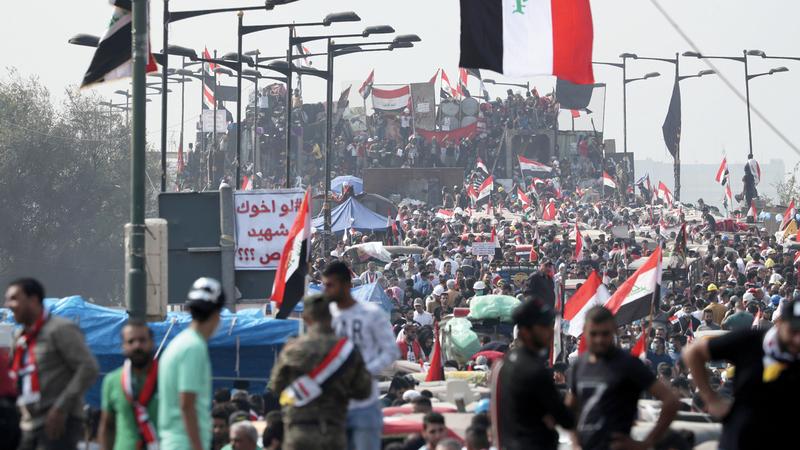 المتظاهرون العراقيون يريدون أكثر من مجرد استقالة عبدالمهدي. أ.ب