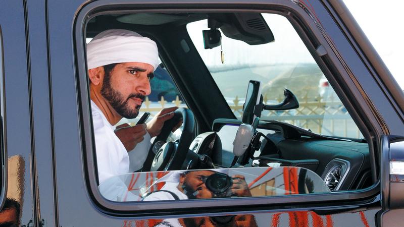 حمدان بن محمد خلال حضوره أمس سباقات الهجن. من المصدر