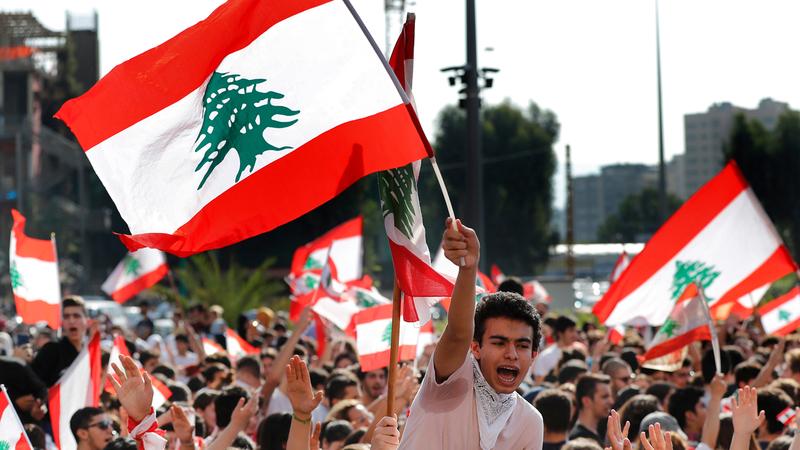 تظاهرة طلابية أمام وزارة التربية في بيروت.  أ.ب