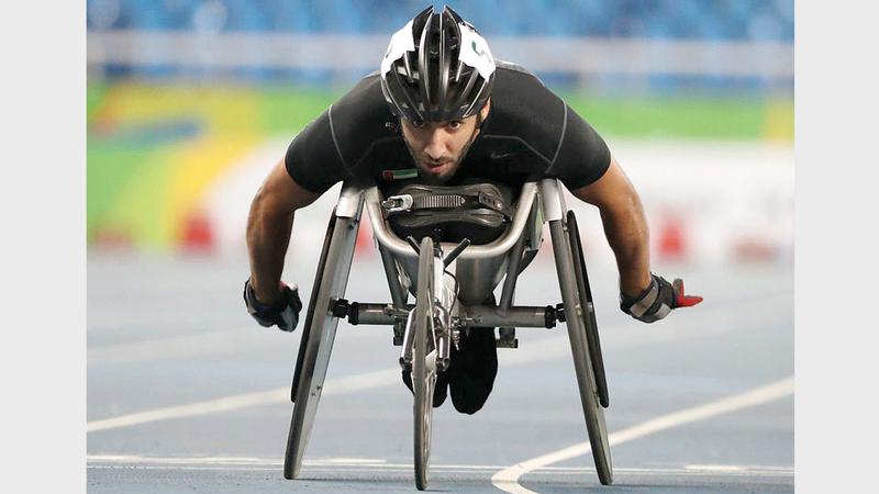 محمد القايد يخوض تمهيدي سباق 400 متر مضمار للكراسي المتحركة. من المصدر