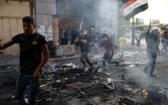 الصورة: مقتل 3 متظاهرين قرب ساحة التحرير بوسط بغداد
