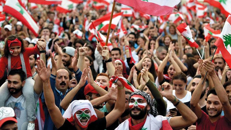 متظاهرو لبنان يطالبون بتغيير المنظومة السياسية. إي.بي.إيه