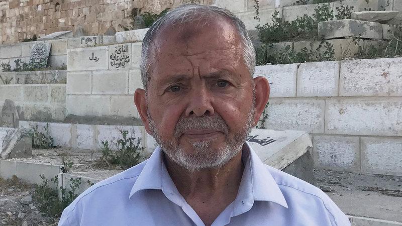 رئيس لجنة المقابر الإسلامية في القدس مصطفى أبوزهرة. من المصدر
