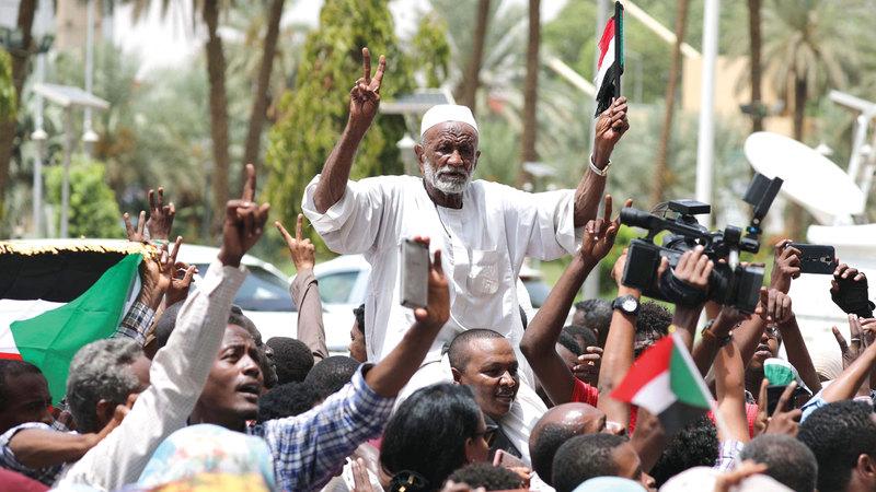 التظاهرات السودانية أطاحت بالبشير. إي.بي.إيه