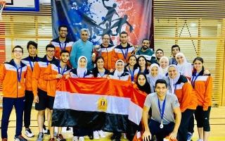 الصورة: مصر تستعيد كأس العالم لكرة السرعة بعد نسيانه في فرنسا