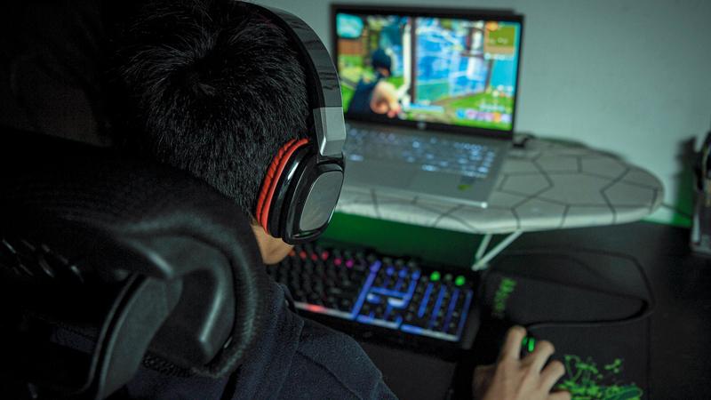 مدمنو الألعاب الإلكترونية يتخذونها أولوية على حساب الاهتمامات الأخرى .الإمارات اليوم