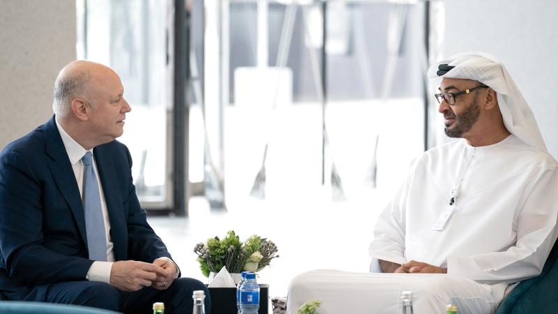 محمد بن زايد خلال لقائه رئيس بورصة «إنتركونتيننتال». وام