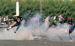 الصورة: احتجاجات العراق تتواصل.. والقضاء يطالب بعدم العنف