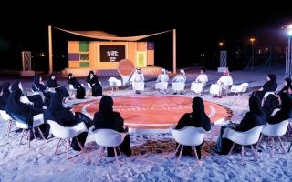 الصورة: «شباب قارئ» على شاطئ بحر الخان
