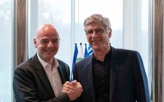 """الصورة: """"فيفا"""" يعين فينغر مديراً لتطوير كرة القدم العالمية"""