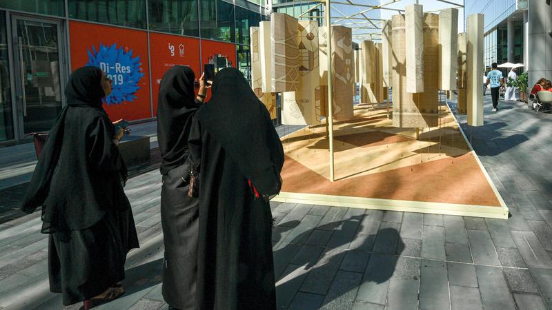 «أسبوع دبي للتصميم» يستضيف الملتقى الأكبر من نوعه لخريجي الجامعات على مستوى العالم.  تصوير: أشوك فيرما