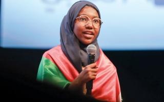 الصورة: السودانية وحيدة والديها تحوز اللقب الغالي