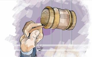 محاكمة امرأتين ورجل بتهمة رمي جنين في القمامة