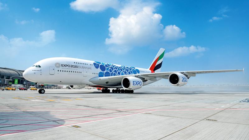 طائرة «الإمارات A380» تحظى بشعبية واسعة في أوساط هواة الطيران والزوّار.  من المصدر