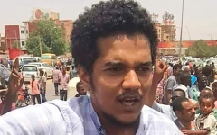 الصورة: ثوب نسائي سوداني اسمه «تسقط بس» يتصدر الموضة