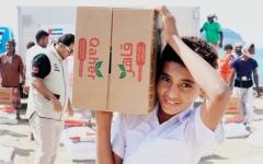 الصورة: الإمارات تقدم 12 طناً من المساعدات الغذائية لأهالي بئر علي في شبوة