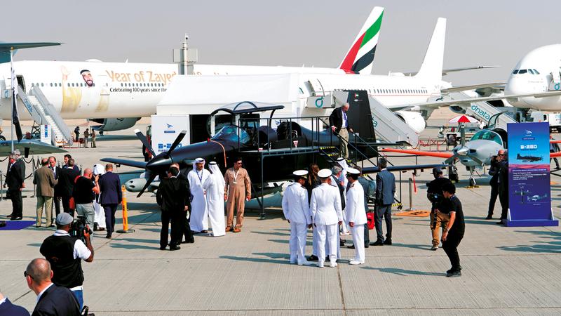 الدورة الـ16 من معرض دبي للطيران 2019 تستمر إلى 21 الجاري.  تصوير: أحمد عرديتي