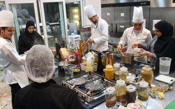 الصورة: 3 مواطنات يعرّفن بتقاليد الكرم: أهل الإمارات أدرى بعاداتها