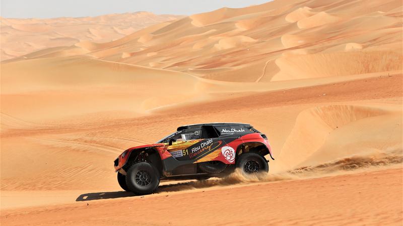 خالد القاسمي شارك في السباق بسيارة بيجو 2008 داكار. أرشيفية