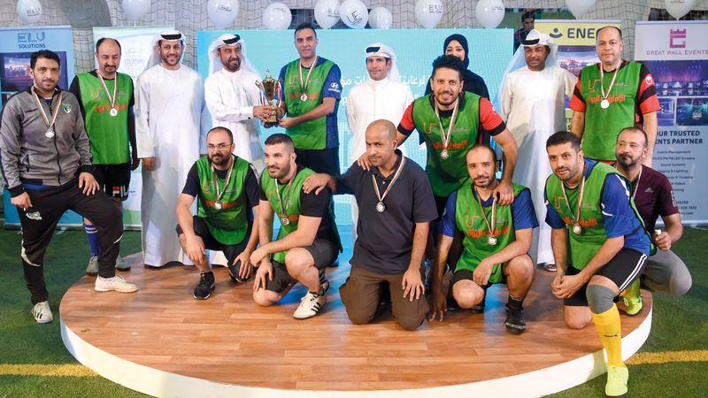فريق «الإمارات اليوم» يحصد المركز الثاني. تصوير: أسامة أبوغانم