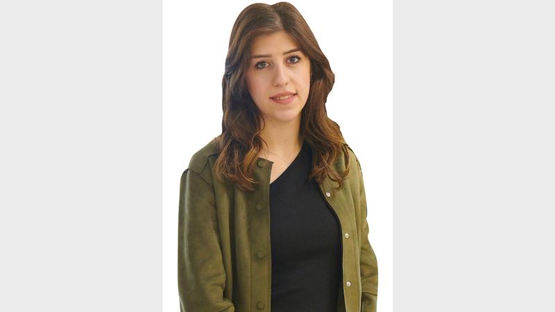 زينب خليفة: «أؤمن بصورتي، وبأنها يجب أن تصل إلى الناس ليستمعوا إلى ما تحمله من قصص مؤثرة».