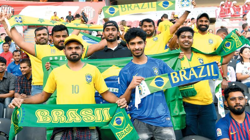 حضور كبير أمس لأنصار منتخب البرازيل في لقاء كوريا. تصوير: إريك أرازاس