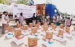 الصورة: 16 طن مساعدات غذائية من الإمارات لأهالي شبوة