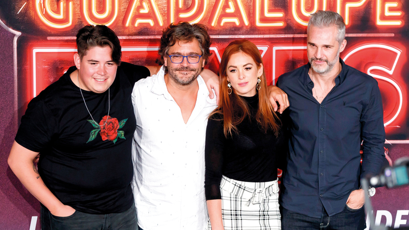 من اليسار: الممثلون فرانسيسكو رويدا، ومارتن ألتومارو، وبيغونا نارفيز  وخوان بابلو مدينا، خلال  حفل الترويج  لفيلم «غواديلوب كينجز» الذي تدور أحداثه في العاصمة المكسيكية. إي.بي.إيه