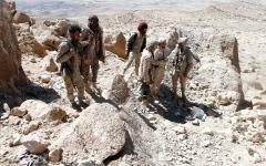 الصورة: الجيش اليمني يدمر تحصينات حوثية في صعدة.. وتجدّد المواجهات بتعز