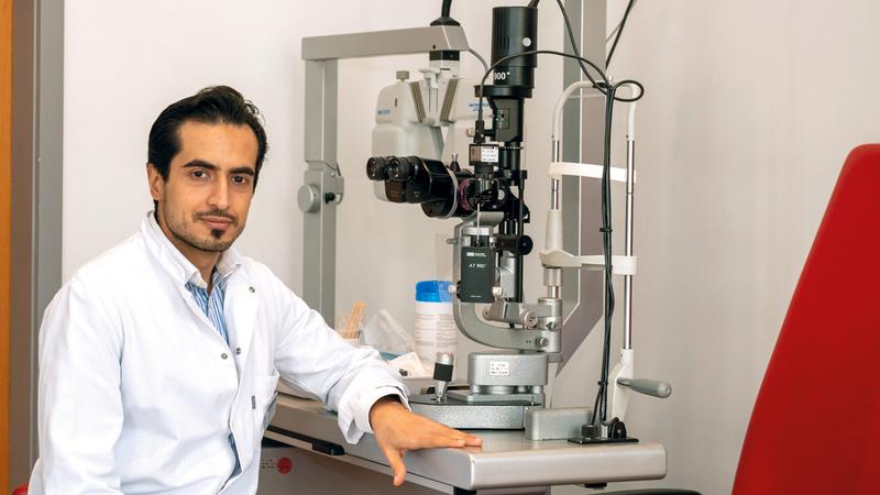 أحمد محمد المرزوقي: «قلة عدد المتخصصين في طب وجراحة الشبكية شكلت حافزاً للسعي إلى تحقيق التميّز والتفوق في هذا المجال».