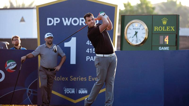 لاعب الغولف البريطاني  من أصحاب الهمم جورج جروفز يتصدر «تحدي دبي». من المصدر