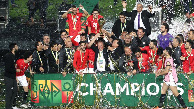 فرحة كبيرة للمصريين بالتأهل الأولمبي والتاج الإفريقي. رويترز
