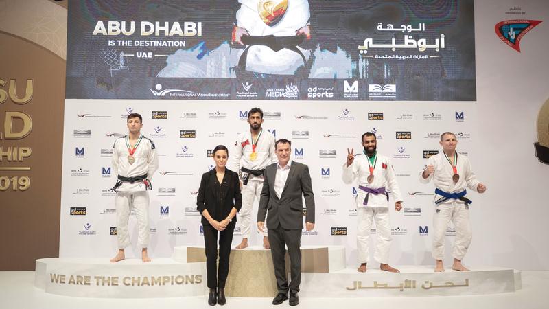 طالب الكربي فاز بالميدالية الذهبية في فئة ماستر 1 وزن 69 كغم. وام