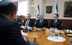 الصورة: غانتس يدعو داعمي نتنياهو إلى الانضمام له