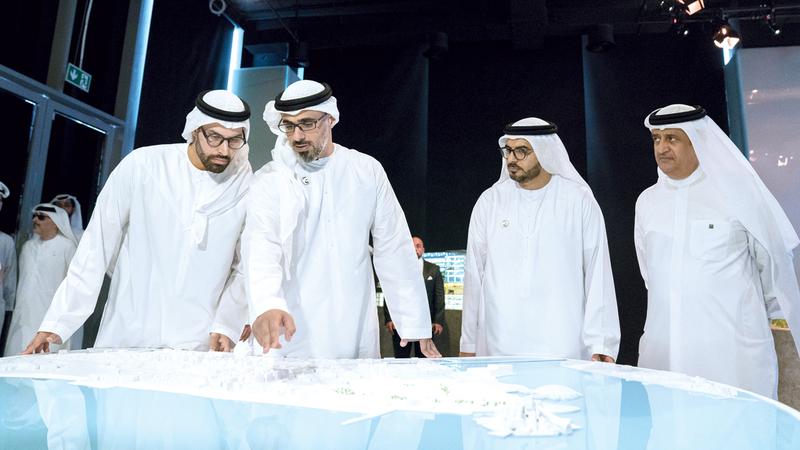 خالد بن محمد بن زايد خلال إطلاق المشروع الجديد.  وام