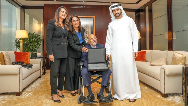 حمدان بن محمد كرّم مجموعة «لاند مارك» في الدورة الأولى من الجائزة. من المصدر