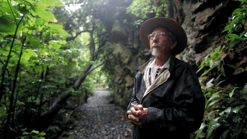 أدريغال الذي يدير مركزاً للطبيعة اضطر إلى الانبطاح على الأرض في حين كان الرصاص يمر من فوق رأسه.  أرشيفية