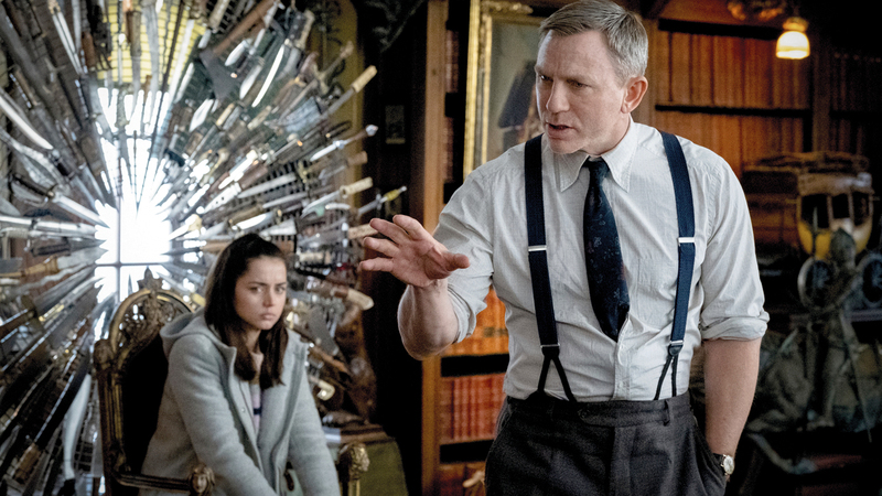 دانيال كريج وآنا دي أرماس في مشهد من الفيلم. أ.ب