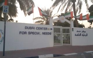 الصورة: متبرعان يسددان 155 ألف درهم متأخرات دراسية لـ «عبدالعزيز»
