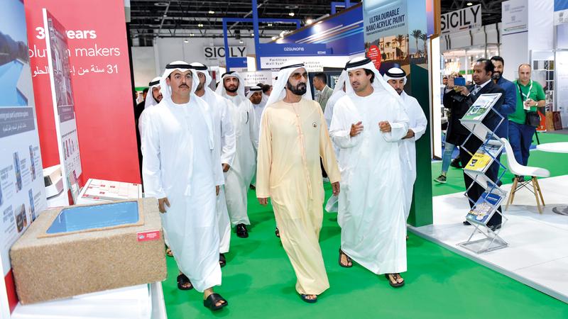 محمد بن راشد اطلع خلال جولة بـ «المعرض» على آخر تقنيات قطاع التشييد والبناء على المستويين الإقليمي والدولي. الإمارات اليوم