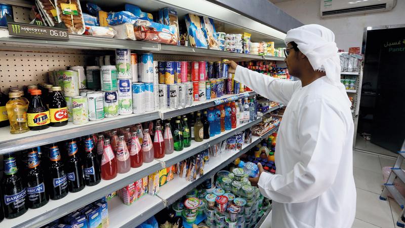 الإجراء يدفع الشركات المنتجة للمشروبات السكرية إلى إيجاد آلية مبتكرة لتطوير إنتاجها لجذب المستهلكين. أرشيفية