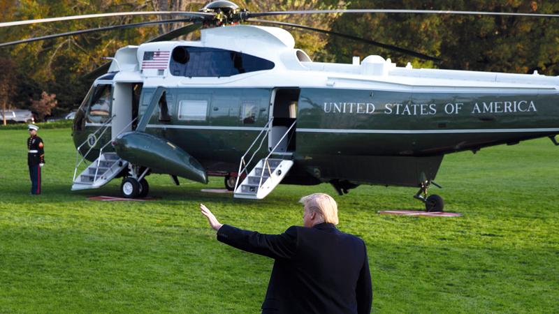 ترامب يغادر البيت الأبيض بطائرته.  إي.بي.إيه