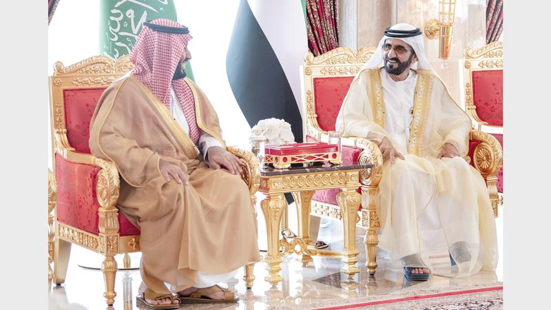 محمد بن راشد خلال استقباله محمد بن سلمان في قصر زعبيل.  وام