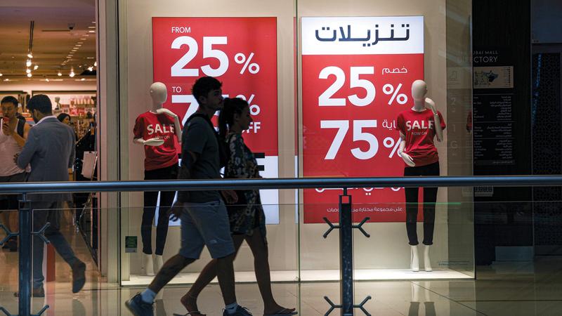 التخفيضات طالت الأجهزة الإلكترونية والأزياء والمواد الاستهلاكية.  الإمارات اليوم