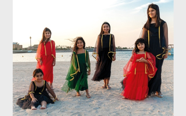 الصورة: أزياء للصغار في اليوم الوطني.. بألوان العَلَم