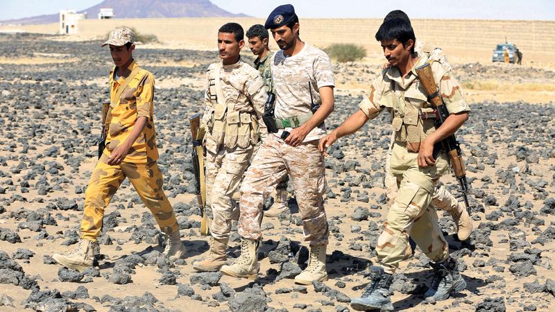 جنود من الشرعية اليمنية في إحدى المناطق شمال مأرب. رويترز
