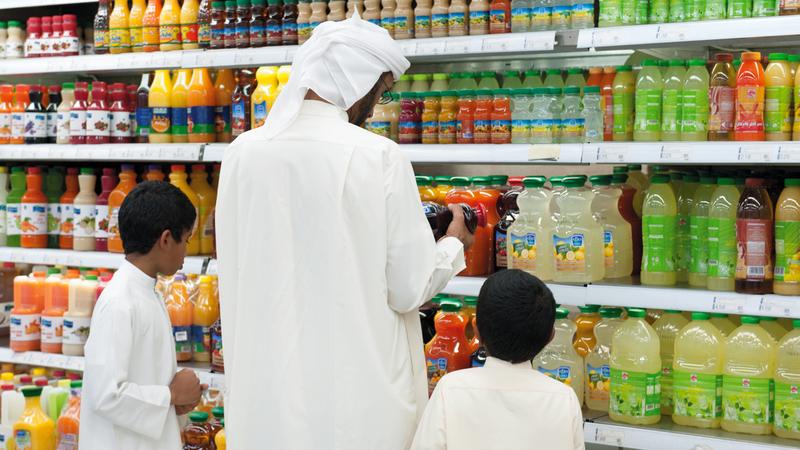 الضريبة الانتقائية على المشروبات المُحلّاة بنسبة 50% دخلت حيز التطبيق في الأول من ديسمبر. تصوير: أحمد عرديتي